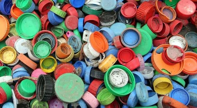 műanyag kupakok